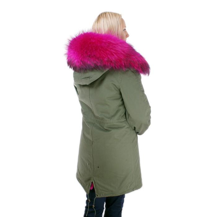 Gruner mantel mit pinkem fell